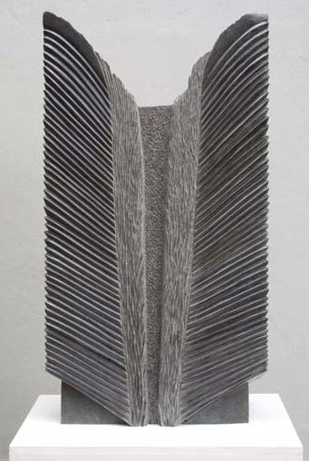Origine du Monde, Pierre: Diabase, 92x50x15cm © Catherine Arnaud