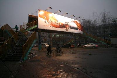Baoding, Université du Hebei, Passerelle près de l'Université (c) Yves Traynard 2009