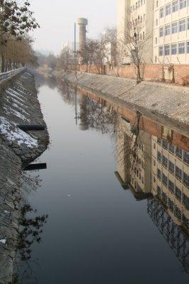 Baoding, Canal (c) Yves Traynard 2009