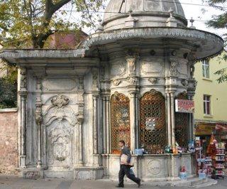 Istanbul, Fontaine (c) Yves Traynard 2006