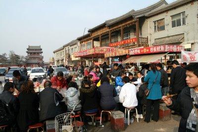Baoding, Place du temple, restauration rapide (c) Yves Traynard 2009