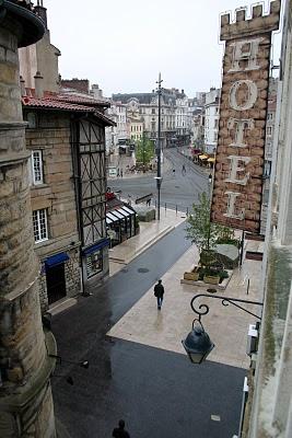 Saint-Etienne, Place du peuple avec la tour de la droguerie (c) Yves Traynard 2007