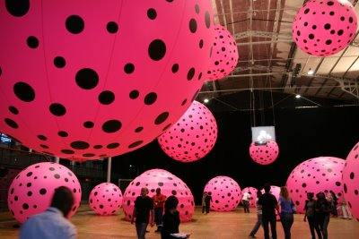 Paris, Grande Halle de la Vilette, Installation Yayoi Kusama (c) Yves Traynard 2008