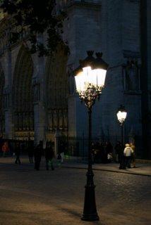 Paris, Notre-Dame, le lampadaire (c) Yves TRAYNARD 2005