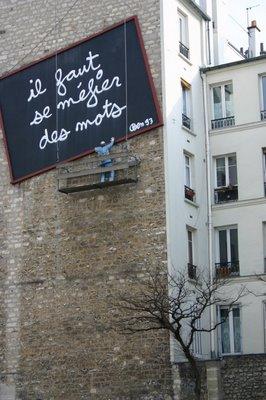 Paris, Belleville, Place Fréhel, fresque de Ben (c) Yves Traynard 2005