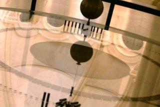 Paris, Chapelle du Conservatoire des arts et métiers, le pendule de Foucault (c) Yves TRAYNARD 2005