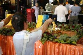 Malacca, Wesak (c) Yves Traynard 2007