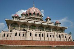 Putrajaya, Mosquée Putra (c) Yves Traynard 2007