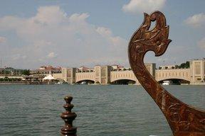 Putrajaya, Pont Ali Khojou (c) Yves Traynard 2007