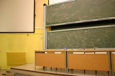 Créteil - Université Paris 12 - Estrade de l'amphi Jaune (c) Yves Traynard 2006