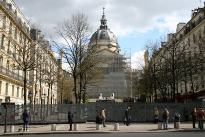 Paris, Boulevard St-Michel, la Sorbonne (c) Yves Traynard 2006