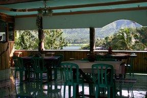 Lac Toba, restaurant (c) Yves Traynard 2007