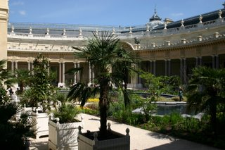 Paris, Petit Palais, le jardin (c) Yves Traynard 2006