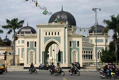 Medan, Grande mosquée (c) Yves Traynard 2007