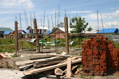 Banda Aceh, Chantier de reconstruction de logement (c) Yves Traynard 2007