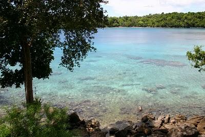 Iboih, bras de mer face à l'île Rubiah (c) Yves Traynard 2007