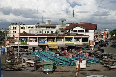 Banda Aceh, Face à l'hôtel Prapat (c) Yves Traynard 2007