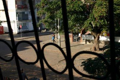 Maputo, rue Maguiguana (c) Yves Traynard 2006