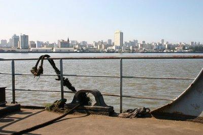 Catembe, vue sur Maputo (c) Yves Traynard 2006