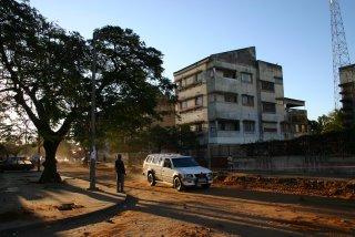 Maputo, Avenida Maguiguana, le soir (c) Yves Traynard 2006