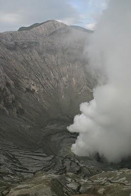 Bromo, vue sur le cratère (c) Yves Traynard 2007