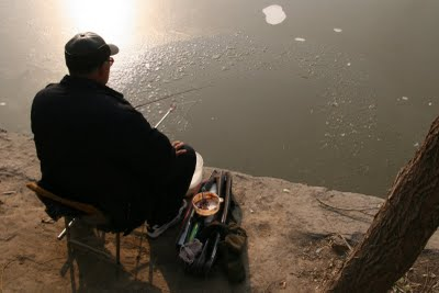 Baoding, Pêcheur au jardin public (c) Yves Traynard 2009