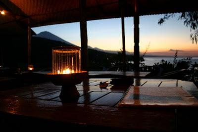 Amed, Hotel Waenis au coucher de soleil (c) Yves Traynard 2007