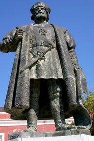 Ilha de Mozambique, Statue de Vasco de Gama (c) Yves Traynard 2006