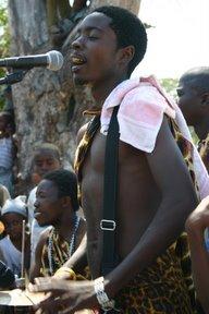 Ilha de Mozambique, Percussioniste des Peter Jet (c) Yves Traynard 2006