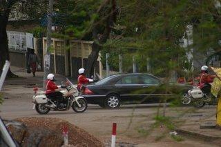 Maputo, Avenida Guerra Popular, cortège officiel (c) Yves Traynard 2006