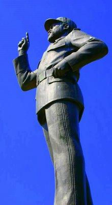 Maputo, Statue de Samora Machel (c) Yves Traynard 2006