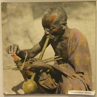 Maputo, Museu, fumeur de pipe à eau (c) Yves Traynard 2006
