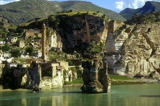Hasankeyf, le Tigre, le pont et la citadelle (c) Yves Traynard 2002