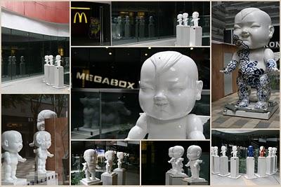 Pékin, Sanlitun, Sculptures de Dorophy Tang (c) Yves Traynard 2009