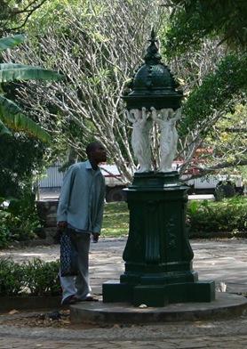 Maputo, Fontaine Wallace (c) Yves Traynard 2006