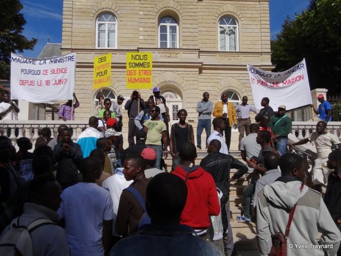 Manifestation devant la mairie de Gentilly